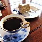 五荘山カフェ - ドリンク写真:五荘山ブレンド&ケーキ
