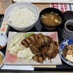 十勝豚丼 なまらうまいっしょちょす - 料理写真:炭火焼豚バラ焼定食 760円