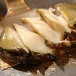 ステーキハウスハマ - 料理写真:『活き鮑の鉄板焼き』蒸し焼きにすると柔らかい食感です。