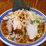 八ちゃんラーメン - 煮干し中華そば(大;身入りトッピング)