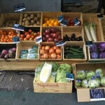 Korosseonakameguro - 青空市場みたいで(*´艸`*)彩りキレイな野菜達♡             バラ売してるので少人数や1人には欲しい分だけ買えていいかも