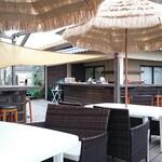 カフェ ペリペリ - テラス席から見た店内