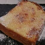 カフェ ペリペリ - アーモンドトースト アップ
