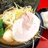 柏 王道家 - 料理写真:ネギラーメン 白 900円 味玉 100円 豚バラチャーシュー 50円 ライス 100円