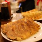 137873918 - 椎茸餃子(6個 350円×2人前)                       しそ餃子(6個 350円×2人前)
