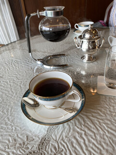 カフェ ラウンジ アンド バー アゼリア - ホットコーヒーです。ソーサーはナルミ製陶製でした。
