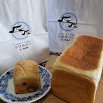 天然酵母の食パン専門店 つばめパン&Milk - ひなパン&絹香