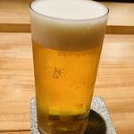 137888532 - ビールで乾杯!