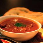 アールズ - 名物!チキンティッカマサラ。英国生まれのインド料理。ナンとご一緒に。