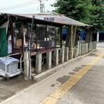 岡田のパンヂュウ - 移動式屋台のお店は御嶽神社の境内に