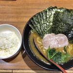 麺家 黒 - ラーメン並 (濃い目多め) 650円 のり増し 50円