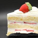 シェ・ワタナベ - 料理写真:いちごのショートケーキ。