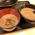 らーめん  破ぐん星 - 左が割りスープです。 ドロドロですが、節味のドロドロ! 脂はほぼ無しです!