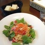 KAVACH kojimachi - トラウトサーモンマリネとフレッシュトマトの 冷製カッペリーニ ベビーリーフ乗せ 1,000円
