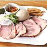 137926343 - 特製全のせ 300円 このお肉、めっちゃくちゃ美味いです。