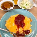 137928164 - 【2020年08月】オムライス@650円、提供時(サラダ、汁物、漬物)が付いてます。