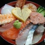137930082 - 市場海鮮丼 1480円(税別)