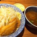 ラーメン燈郎 - サバ節カレーつけ麺・並  1000円 とろけるチーズ 100円