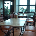 ビッグママ - テーブル席