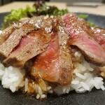 137943576 - オリーブ牛のステーキ丼 1,500円