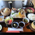 THE OLD VILLAGE - 待ちに待った刺身定食1600円が運ばれて来ましたよ!