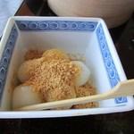 THE OLD VILLAGE - 定食のデザートは白玉団子、もちろんきな粉を充分にまぶしていただきました。