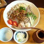 手挽きそば 蔵之内 - 信州きのこおろし皿蕎麦(¥1100)。つゆはあっさり薄味。ぶっかけ蕎麦なので、もう少し力強い方が良いかな