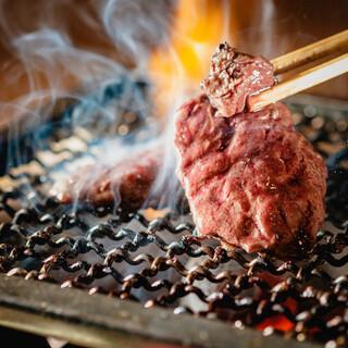 【炭火焼肉】炭火を使った本格焼肉!厳選素材を取り揃えてます!