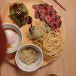 旬菜食健 ひな野 - 食べ放題(ローストビーフ、和風パスタ、温泉卵、中華サラダ、刺身こんにゃく、なめこおろし)