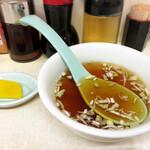 137960482 - 焼飯(大) 付属のタクアンとスープ