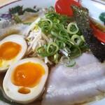 137966990 - 播州醤油らーめん 630円、トッピング 煮卵 +150円