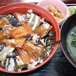 すし松 - 料理写真:ランチメニューのひとつ、海鮮丼(570円)わさびときびなごが絶妙のマッチング!