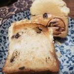 天然酵母の食パン専門店 つばめパン&Milk - ひなパン(チョコチップメロン)