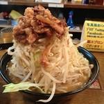 スタ麺 轟 - スタ麺野菜マシマシ右斜め前方より