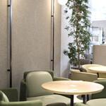 KASHIYAMA DAIKANYAMA CAFE  - シンプルモダンなインテリアは佐藤オオキさんデザイン