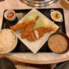 お肉屋さんが『君に、焼いて揚げる。』 - 料理写真:嬉嬉豚ロースかつ・肉巻きエビフライ定食 1,078円