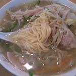 Chuugokuyataijuuhachiban - タンメンの自家製麺、細めのストレートタイプ。加水麺のようで伸びにくいです。
