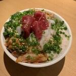 サカナバル - 本マグロとヤリイカキムチバクダン丼