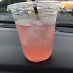 デリデリ - セットの ピンクレモネードソーダ (喉が乾いていたので、少し飲んでしまった後) 。゚(゚´ω`゚)゚。