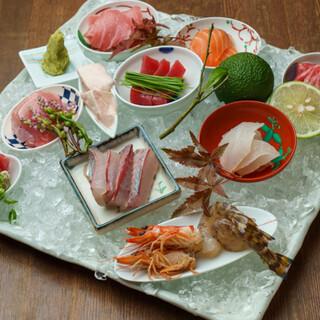 四季折々の新鮮な魚介をお造りなど多彩な料理でお楽しみください