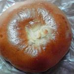 アベニール - クリームの入った菓子パン