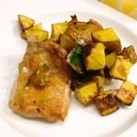 トラットリア ピアノ・ピアーノ - 国産 若鶏もも肉とジャガイモ(インカのめざめ)のロースト ¥1550