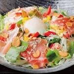 生ハムの温玉のシーザーサラダ