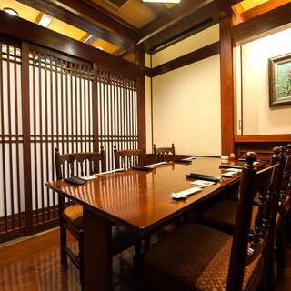 接待や各種会合向け個室完備