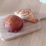 プルマンベーカリー - 料理写真:カレーパンとアップルパイ