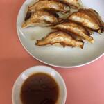 青竜亭 - 料理写真:焼き目から美味しい餃子