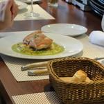 ビストロ ダイア - 三河地鶏のパリパリ焼き、ベーコン・玉ねぎ・人参の角切りグリーンソース