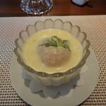 ビストロ ダイア - エーベルラン風?ペッシュ(桃)のデザート。暖かいサバイヨンソースをかけて食べます