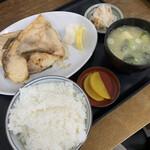 138024256 - カンパチカマ塩焼き定食 ¥1000(税込)