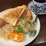 Cafe Baum - アーモンドトーストのモーニングセット 珈琲の薫りが良い感じ♪
